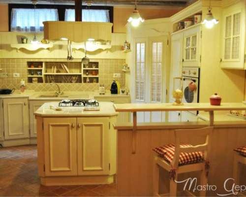 cucina_provenzale_stile_su_misura_legno_roma1